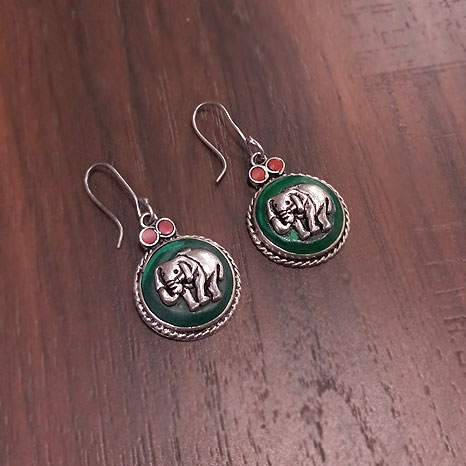 White Metal Elephant Earrings – 2768