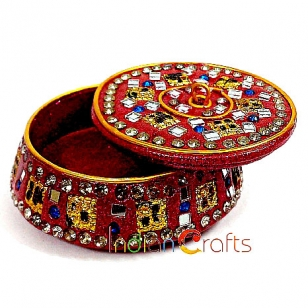 Beautiful round shaped lac box