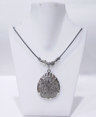 Beautiful Pendant Necklace
