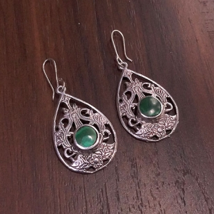 White Metal Earrings – Green 2757