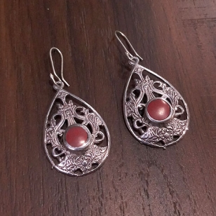 White Metal Earrings – Red 2758