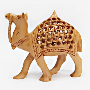 Wooden Undercut Camel (10cm Height)